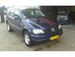 all-terrain - 4x4 passenger car Mercedes Benz M-Klasse ML 270 CDI 4x4 , 7 zitplaatsen 2001