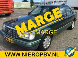 sedan car Mercedes Benz E-Klasse E220 1993
