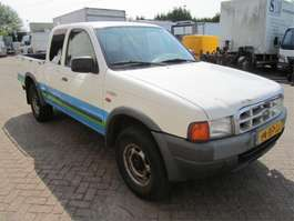 samochód dostawczy zamknięty Ford Ranger 2001
