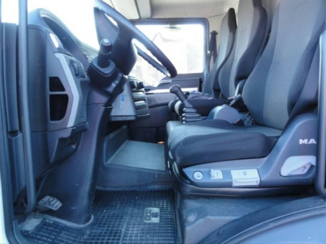 closed box truck > 7.5 t MAN TGL 8.180 Euro 6 manuell Koffer L7,1_H2,5