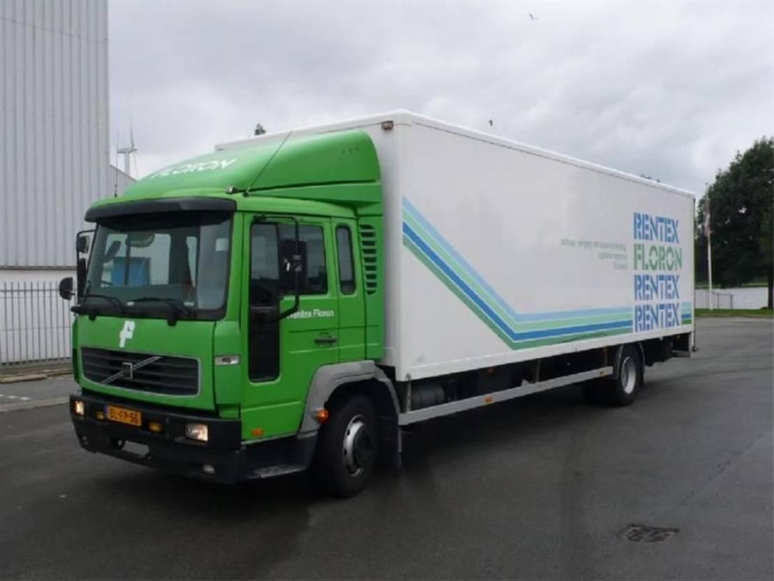 closed box truck > 7.5 t Volvo fl614 2001