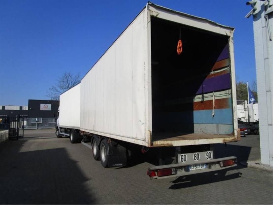 autocarro a cassone chiuso > 7.5 t Mercedes Benz 1833 LL 4X2 2003