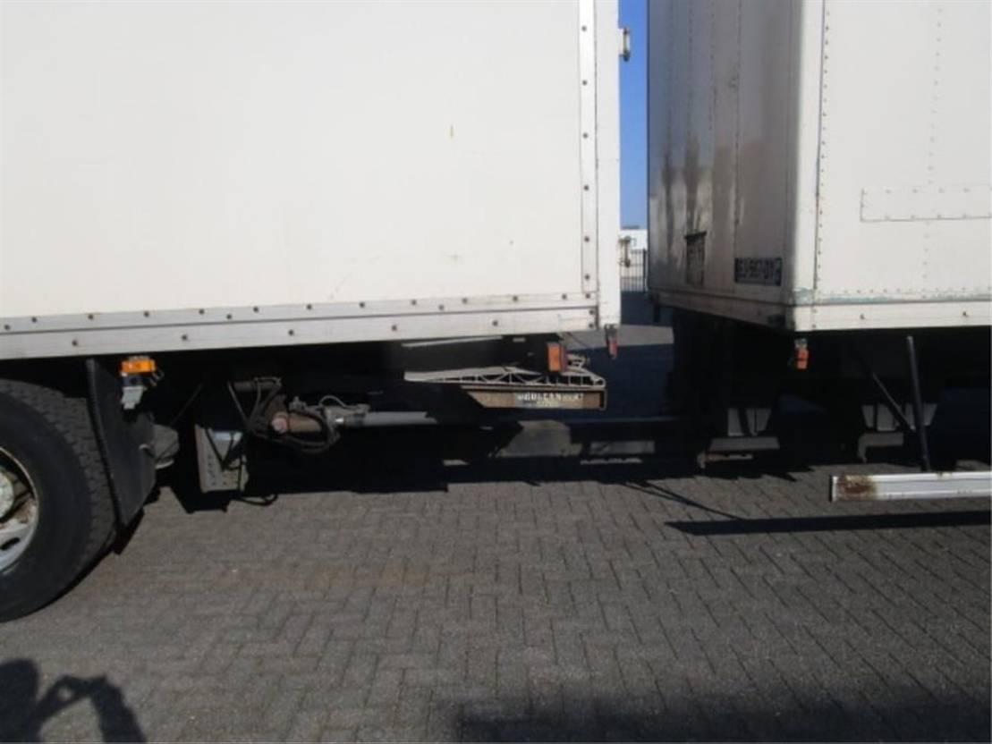 closed box truck > 7.5 t Mercedes Benz 1833 LL 4X2 2003