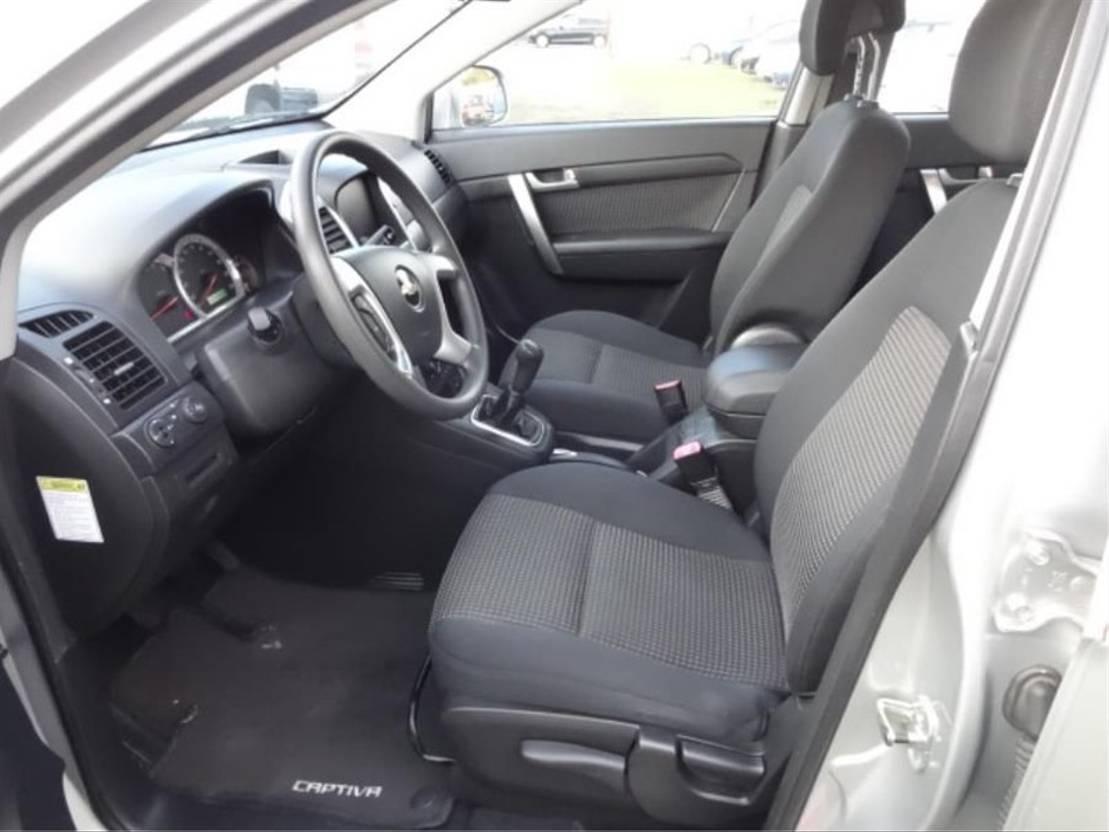 all-terrain - 4x4 passenger car Chevrolet Captiva 2.4 V6 2008