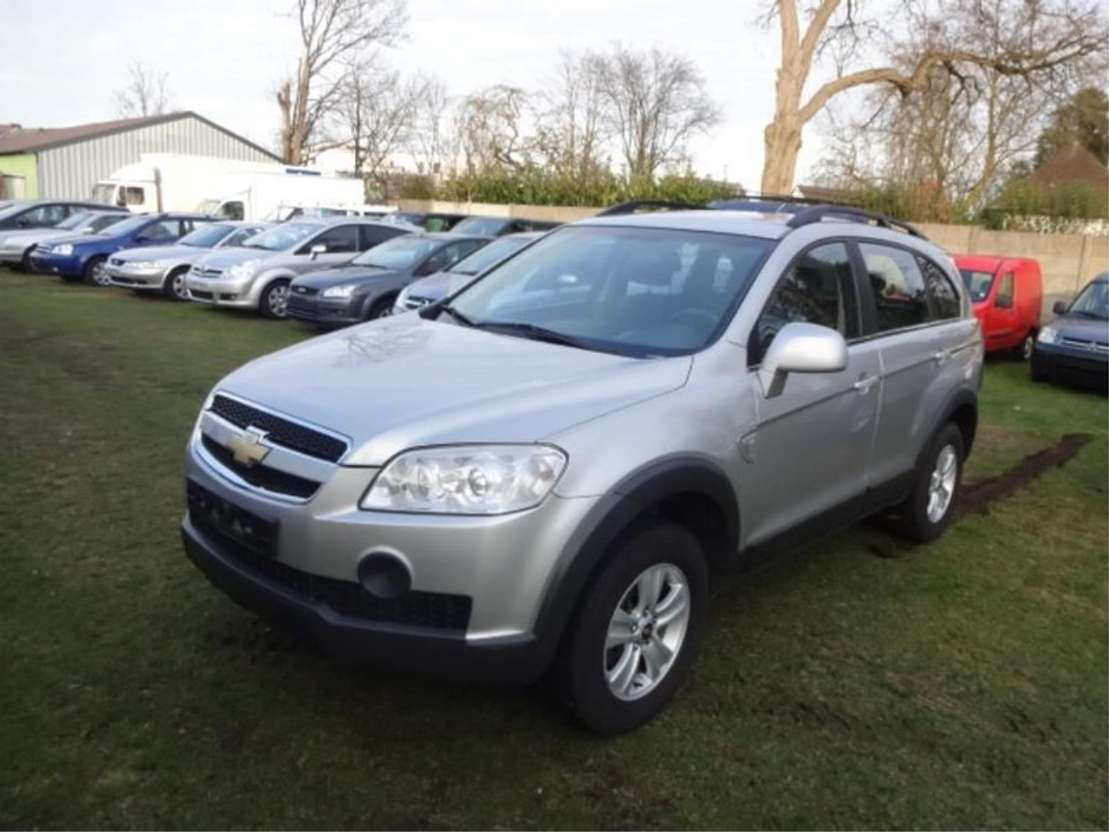all-terrain - 4x4 passenger car Chevrolet Captiva 2.4 V6 2008