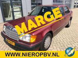 sedan car Mercedes Benz 200 E 124 type automaat 157000km 1989