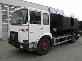 camion autocisterna MAN 19 281 BREINING Spritzrampe Asphalt Bitumen Tank 1983
