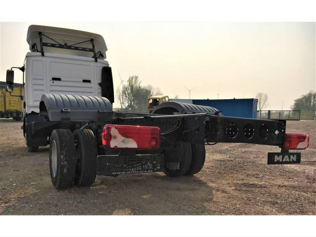 chassis cab truck MAN MAN TGL 8.180   €20.000,- 2013