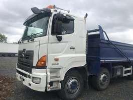 camião basculante com rodas Hino 3241 8x4 2013