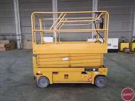 plataforma elevatórias de tesoura de rastos Haulotte COMPACT 12 2004