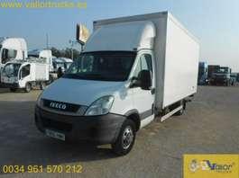 camião de caixa fechada Iveco 50C15 2012