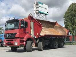 camion a cassone ribaltabile Mercedes Benz Axor 3243 K 8x4 Bordmatik links 2006