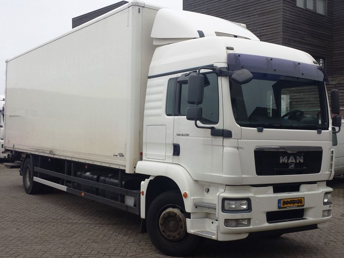 closed box truck > 7.5 t MAN TGM 18.290 4X2 BL engine broken 2009
