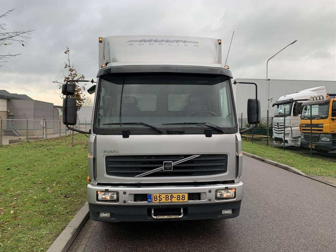 closed box truck > 7.5 t Volvo FL612 250 pk only 289.000 km !!!! 2006