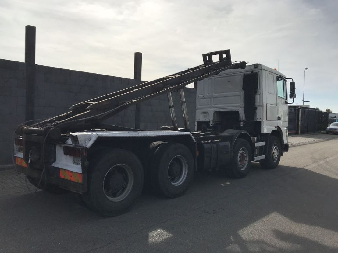 container truck DAF xf 430 8 x 4 2004