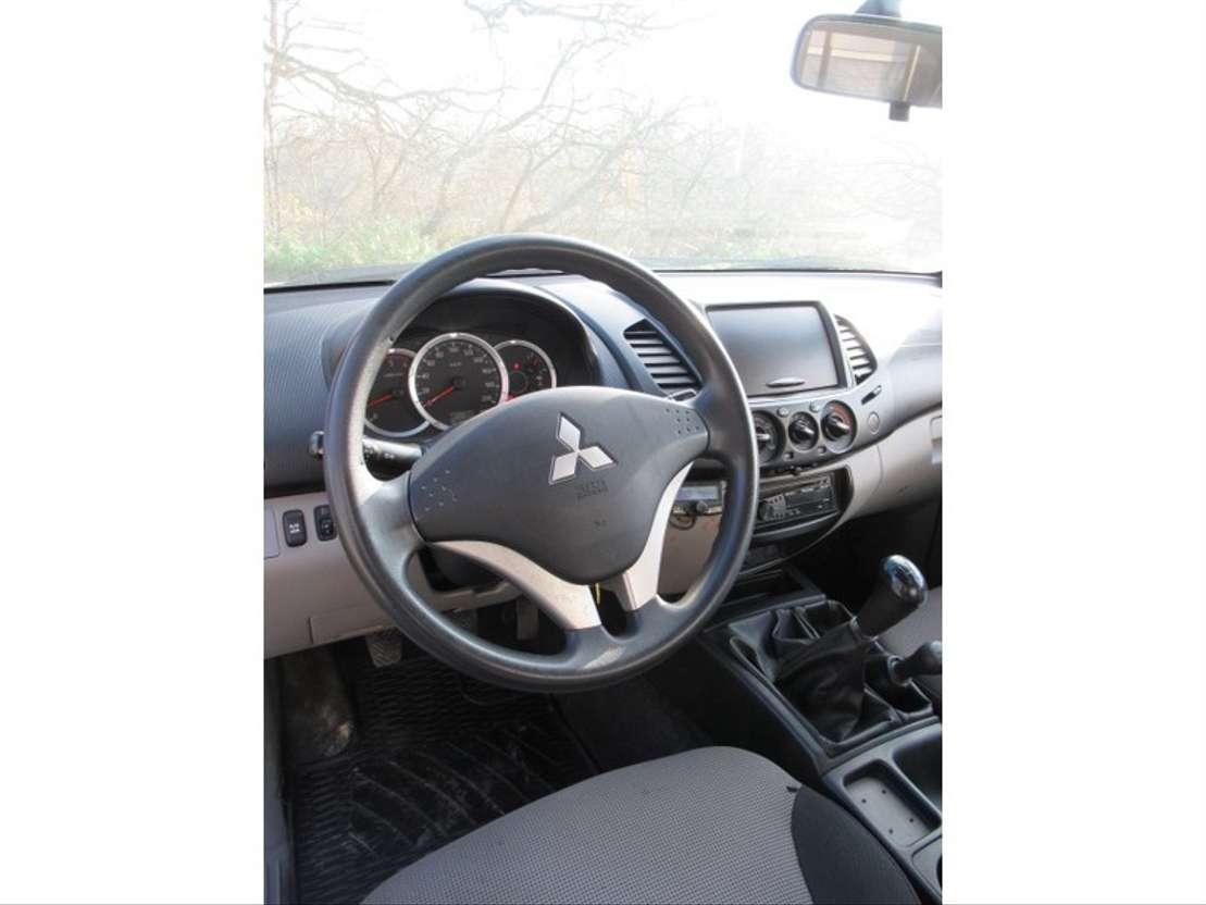 all-terrain van Mitsubishi L200 Club Cab 4WD 2.5DiD 2010