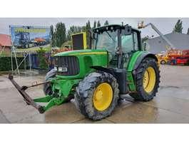 tracteur fermier John Deere 6820