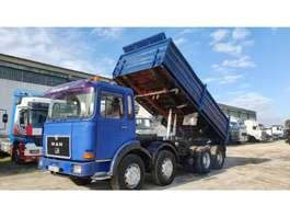 camion a cassone ribaltabile MAN 30.331 Big Axles 1988