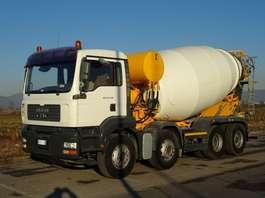 camion betoniera MAN usato