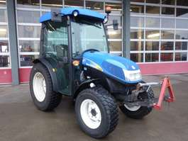 other construction machine New Holland Tractor T3030 4WD met V&A hef en geluidsarme cabine 1.121 uur 2012