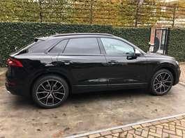 voiture SUV Audi SQ8 22 inch Panorama B&O Standkachel etc. etc. 2019