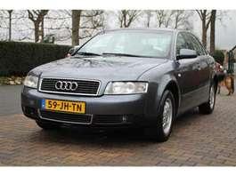 voiture berline Audi A4 2.0  BENZINE 96 KW AUTOMAAT 2002