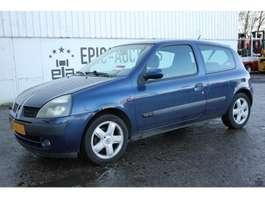 hatchback car Renault Clio 1.6 16V Dynamique 2001