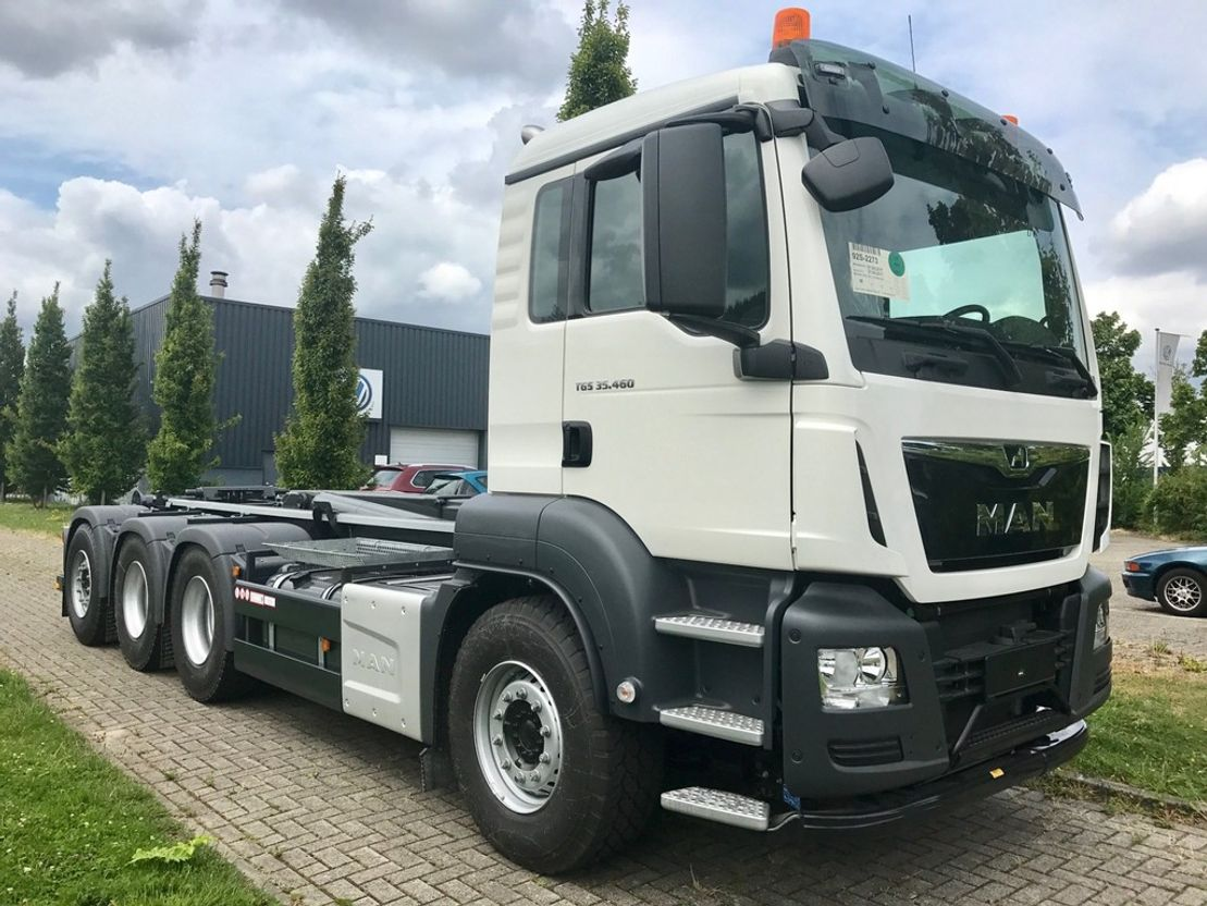 container truck MAN TGS 35.470 8x4-4 BL met haakarm 2020