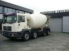 camion à bétonnière MAN 32-360  8x4 Concrete mixer 10000 Liter 2000