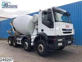 camion à bétonnière Iveco Trakker 410  8x4, EURO 5 EEV, Stetter, Beton / Concrete mixer, Manual, S... 2012