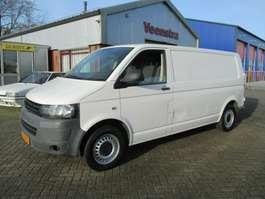 véhicule utilitaire léger fermé Volkswagen Transporter T5 2.0TDI Motorproblem Netto €3450,=