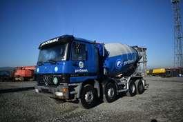 camion à bétonnière Mercedes Benz 3235 / 8x4 / 10 m³ / TüV / German Truck 2000