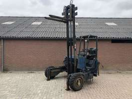 wózek widłowy doczepiony do pojazdu Kooiaap Meeneemheftruck moffett Ruwterrein 3x3 grote banden 2001