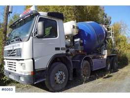 concrete mixer truck Volvo FM12 8x4 concrete truck with 7 meter band 2000