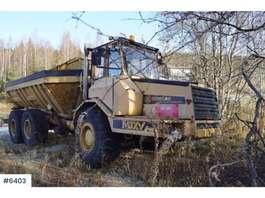 camión volquete de rueda Moxy 6200S dumps with white signs 1984