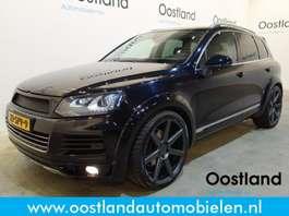 "suv car Volkswagen Touareg 4.2 V8 TDI 340 PK / Dynaudio / 22"" LMV / Leder / Navigatie / 360... 2010"