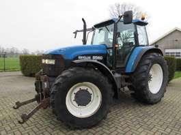 Landwirtschaftlicher Traktor New Holland 8560 2000
