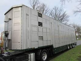 livestock semi trailer Pezzaioli SBA31U 2010