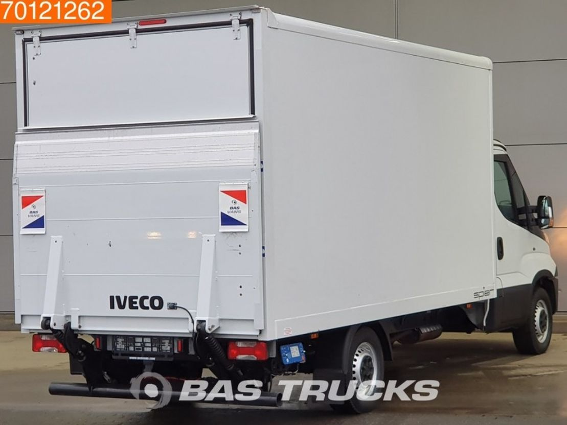 closed box lcv < 7.5 t Iveco Daily  35S15 2.3 150PK Bakwagen Meubelbak Laadklep Airco 18m3 A/C 2016