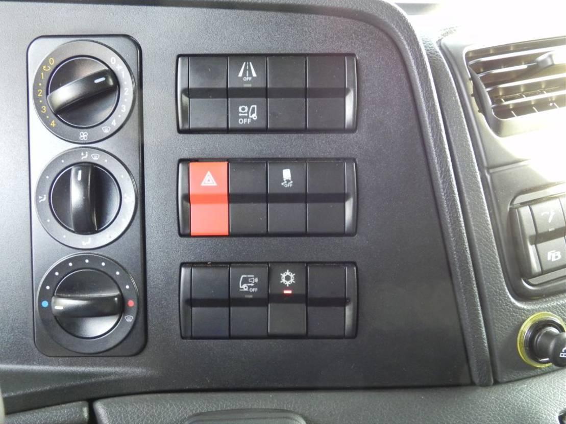 closed box truck > 7.5 t Mercedes Benz Atego 1221 L 2018