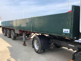 flatbed semi trailer EKW 2 STEARING AXLES, 1 LIFT AXLE 1989