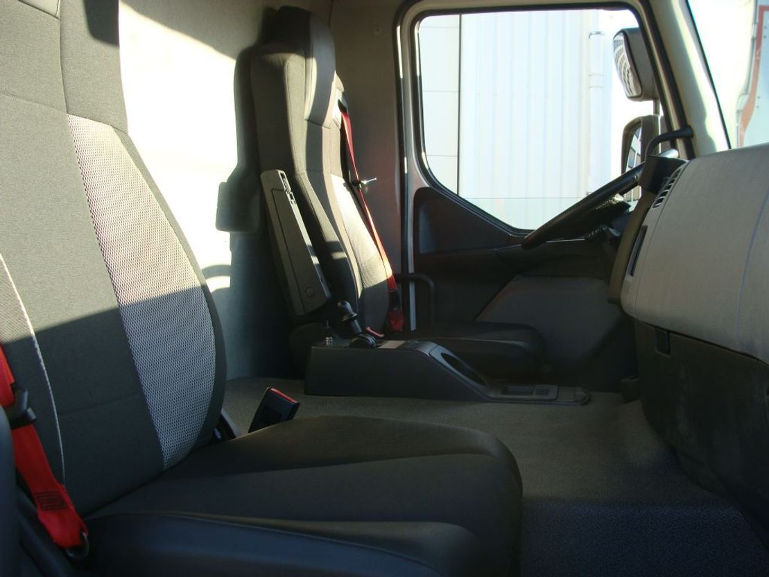 closed box truck > 7.5 t Renault 280.19 D WIDE EURO 6  76-BPB-7 2018