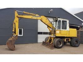 wheeled excavator Liebherr 900