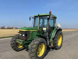 сельскохозяйственный трактор John Deere 6110