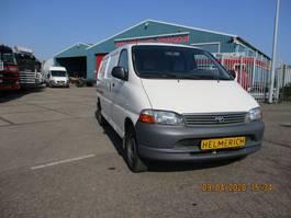 closed lcv Toyota HIACE 2.5 D4-D 90 LANG 2002