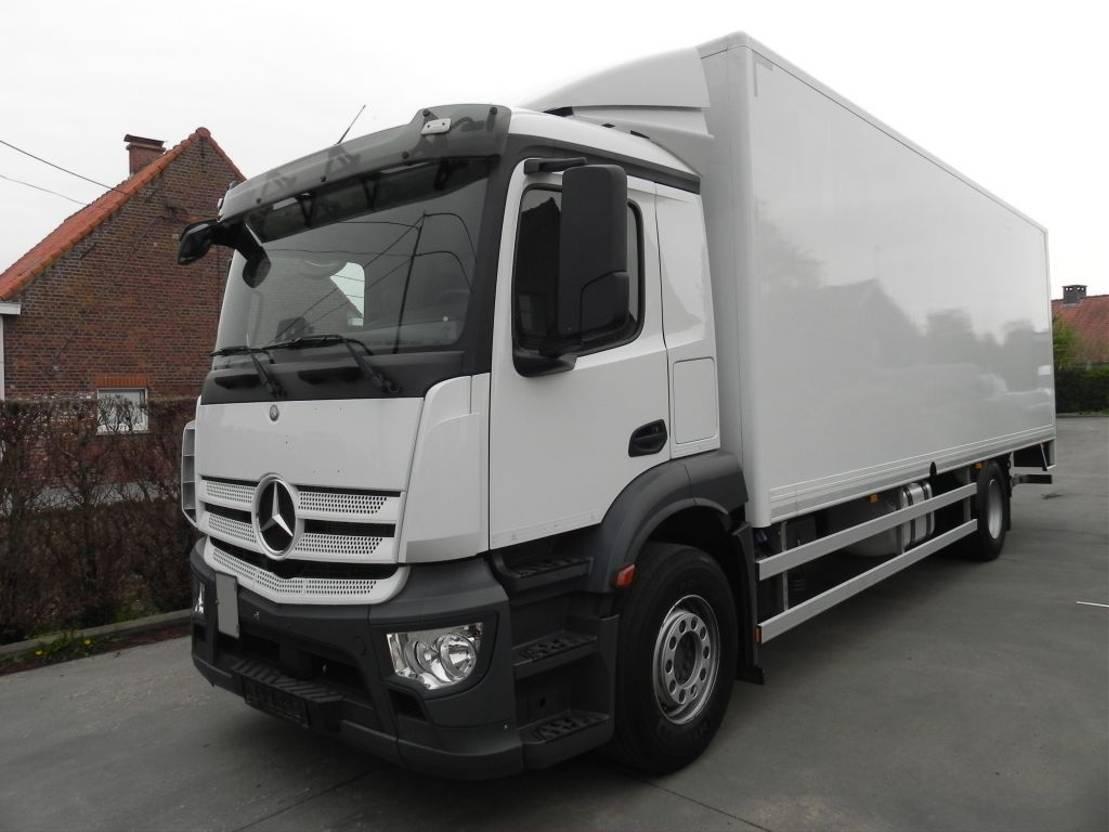 closed box truck > 7.5 t Mercedes Benz Antos 1833L Euro6 Kast met laadklep 2017