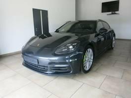 samochód typu coupé Porsche Panamera 4 Sport Turismo 4 E-Hybrid