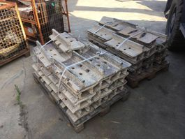 Chassis part truck part Caterpillar D8R 560MM SHOES USED
