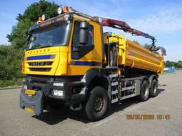 tipper truck > 7.5 t Iveco Trakker 380 T 36 6X6 EURO 5 KIEPER+KRAAN 2009