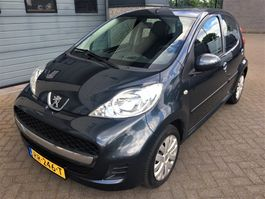 hatchback car Peugeot 107 1.0-12V XR (weinig kilometers) (airco - radio/cd) 2009